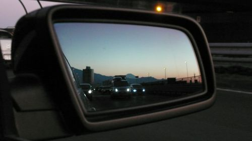small mt. fuji is in the mirror  - photo : LEICA D-LUX3 DC Vario-Elmarit f2.8-4.9/9-23 ASPH