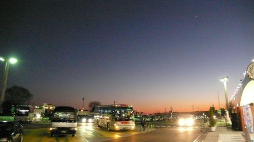 twilight parking  - photo : LEICA D-LUX3 DC Vario-Elmarit f2.8-4.9/9-23 ASPH