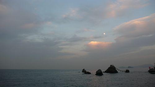 moon  - photo : LEICA D-LUX3 DC Vario-Elmarit f2.8-4.9/9-23 ASPH