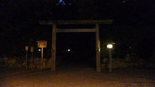 """reading moon temple""  - photo : LEICA D-LUX3 DC Vario-Elmarit f2.8-4.9/9-23 ASPH"
